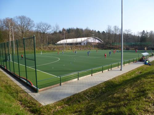 Der Tontaubenklub wurde 1921 gegründet und liegt am Rande des Sachsenwaldes in Wohltorf  direkt am Tonteich.  Mit zwei Hockey-Kunstrasenplätzen und zehn Tennisplätzen, einer großen Hockeyhalle sowie einer festen Drei-Feld-Tennishalle gehört der Tontaubenklub zu den größten Tennis- und Hockeyklubs Norddeutschlands.